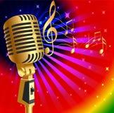 Musikhintergrund mit Mikrofon und Anmerkung des Gold (en) Stockbilder