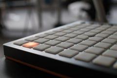 Musikinstrument für elektronische Musik mit einer Matrix von 64 Schlüsseln Stockfoto