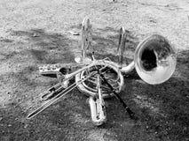 Musikinstrumente, Blaskapelle, setzten an den Boden, Suza Phone, Trompete, Klarinette, Saxophon stockbilder