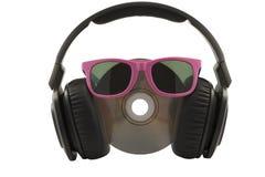 Musikkonzept, -kopfhörer und -CD mit Sonnenbrillen lizenzfreies stockfoto