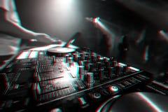 Musikmischer DJ-Kontrolleur Board f?r das Berufsmischen der elektronischen Musik lizenzfreies stockfoto