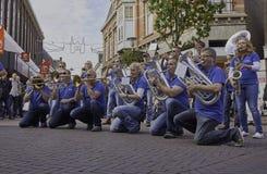 Musikmusikband som utför på gatan Arkivfoto