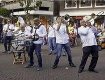 Musikmusikband som utför på gatan Royaltyfri Fotografi