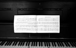 musikpiano Arkivbilder