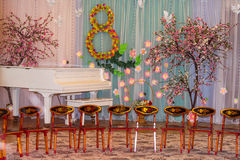 Musikraum im Kindergarten verziert für Feiertag am 8. März Lizenzfreies Stockbild