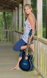 Musikserie - utomhus- gitarrspelare Royaltyfri Fotografi