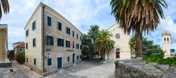 Musikskola, kyrka av St Jerome och klockatorn, Herceg Novi, Fotografering för Bildbyråer