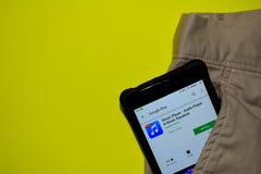 Musikspelare - ljudsignal spelare- & för musikutjämnarebärare applikation på den Smartphone skärmen arkivbild
