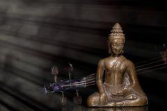 Musikterapi Negro spiritual, New Agerörelsen och religiös musik Bronsbuddha meditatin royaltyfri foto