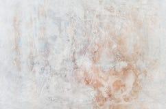 Musikvektor mit Mann Rotes Blaues und Gelbes des Schmutzes gemalt auf Betonmauer Beschaffenheitszusammenfassung für Hintergrund stockfoto