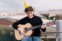 Musique à la fête d'anniversaire Célébration sur le toit Photo libre de droits