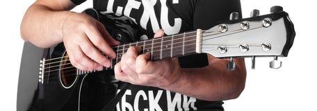 Musique - corde électrique noire 7maj5 de joueur de guitare acoustique Images libres de droits