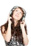 Musique de écoute de belle femme Photographie stock