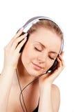 Musique de écoute de belles femmes photo libre de droits