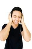 Musique de écoute de jeune homme Photographie stock