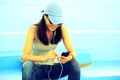 Musique de écoute de planchiste images libres de droits