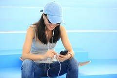 Musique de écoute de planchiste photographie stock