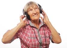 Musique de écoute drôle de vieille dame image libre de droits