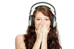 Musique de écoute de belle femme Image libre de droits