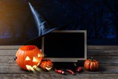 Musique de nuit Potiron fantasmagorique, chapeau de sorcière, araignée noire, c image libre de droits