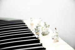 Musique en bois de jeu de marionnette Photographie stock