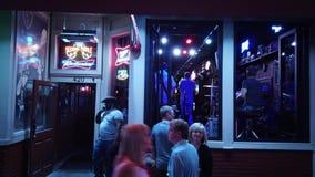 Musique en direct dans les bars et les salles à Nashville Broadway - à NASHVILLE, Etats-Unis - 16 JUIN 2019 banque de vidéos