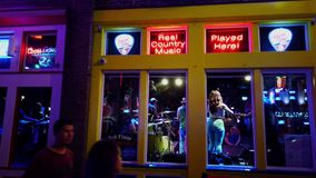 Musique en direct dans les bars et les salles à Nashville Broadway - à NASHVILLE, Etats-Unis - 16 JUIN 2019 clips vidéos