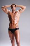 Muskel-Mann in den Schriftsätzen Stockfoto