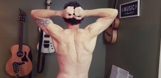 Muskel-Musik-Mann lizenzfreie stockbilder