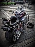 Muskelfahrrad geparkt auf Straße stockfoto