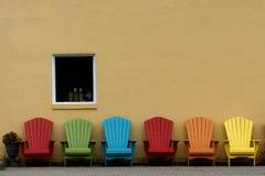 Muskoka stolar i färg royaltyfri foto