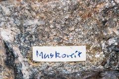 Muskovit gemstone klejnotu cennego kamienia biżuteryjny kopalny podpis Zdjęcia Royalty Free