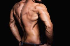 Muskulös baksida och sexig torso av den unga mannen perfekt arkivfoto