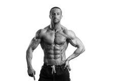 Muskulös kroppsbyggare Guy Posing Over White Background Royaltyfria Foton