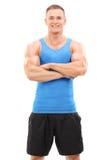 Muskulös man som poserar på vit bakgrund Royaltyfri Fotografi