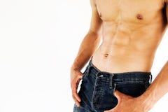 Muskulös manlig modell som visar hans abs Royaltyfri Fotografi