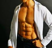 Muskulöser asiatischer Geschäftsmann Stockfoto