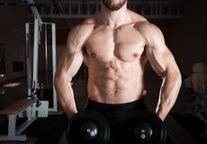 Muskulöser junger Mann Lizenzfreies Stockbild