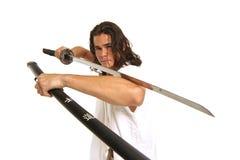 Muskulöser Kerl mit japanischer Klinge Stockbild