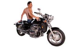Muskulöser Mann und Motorrad. Stockfotografie