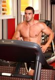 Muskulöser Mannbetrieb Stockfotos