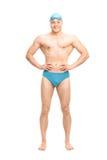 Muskulöser Schwimmer mit einer Schwimmenkappe und -schutzbrillen Stockfotografie