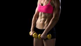Muskulöser Torso der attraktiven Frau Lizenzfreie Stockfotografie