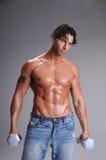 Muskulöses Mann-Training Lizenzfreie Stockbilder