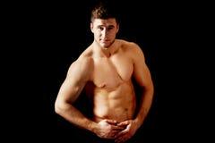 muskulöst sexigt för macho man Arkivbilder