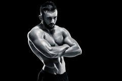 Muskulös kroppsbyggaregrabb som gör att posera Arkivfoto
