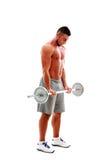 Muskulöser Mann, der Übungen mit Barbell tut Stockbilder