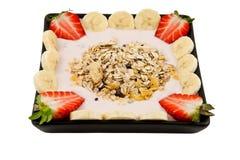 Musli Frühstück mit Erdbeeren und Banane stockfoto