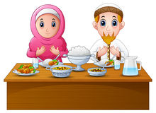Muslim couple pray together before break fasting Royalty Free Stock Photos