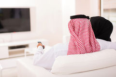 Muslim couple watching tv Royalty Free Stock Photos